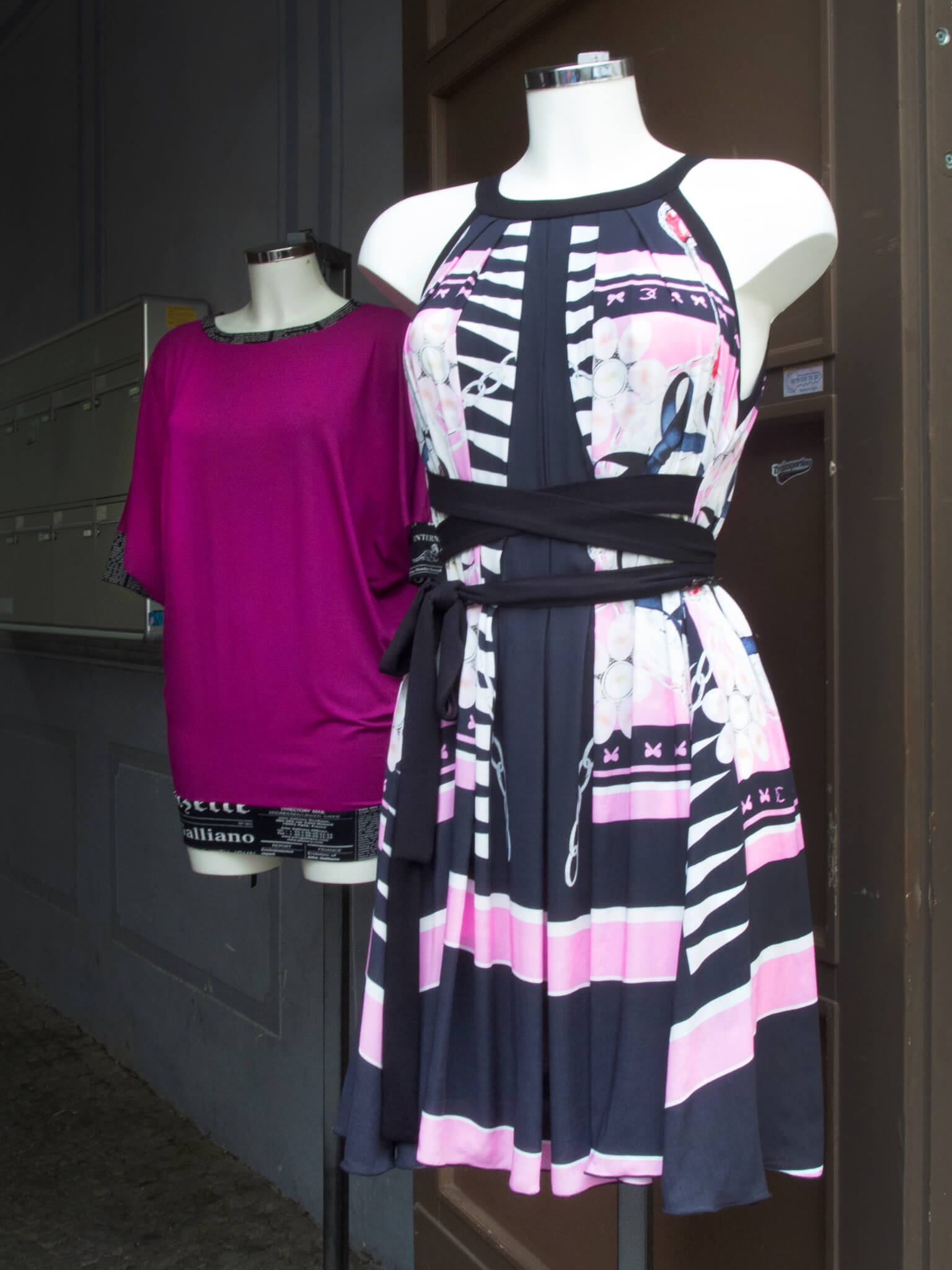 Moni Novy Berlin Sommerkleid pink schwarz
