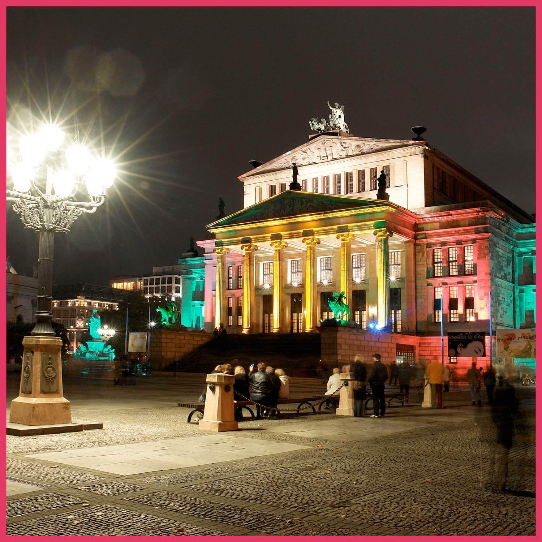Berlin leuchtet Schifffahrt-Konzerthaus am Gendarmenmarkt