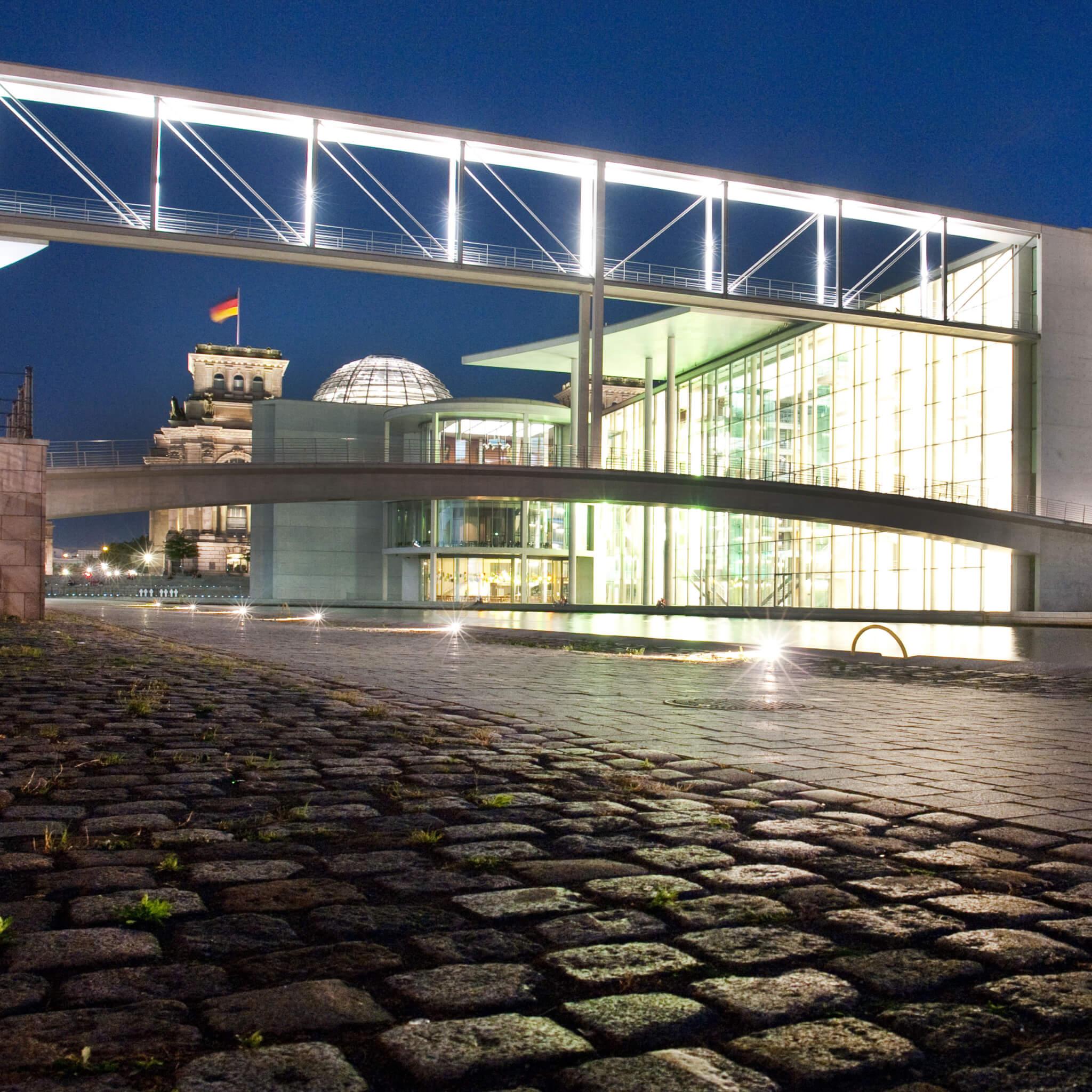Abendliche Brückenfahrt Berlin - Kapelle Ufer
