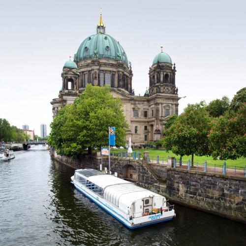 Anlegestelle Berliner Dom - Blick von der Friedrichsbrücke