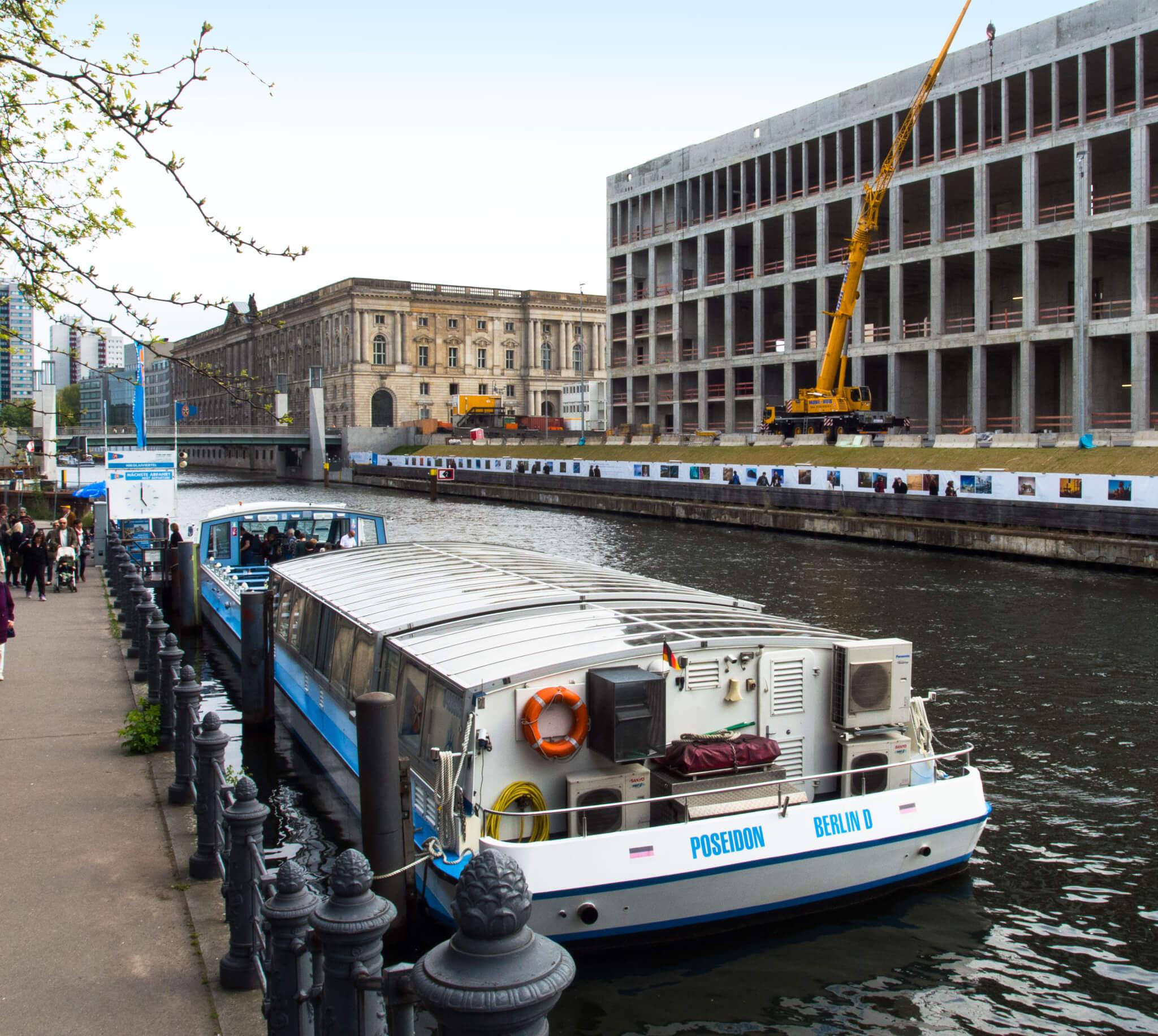 Anlegstelle Nikolaiviertel - Blick auf das Berliner Stadtschloss