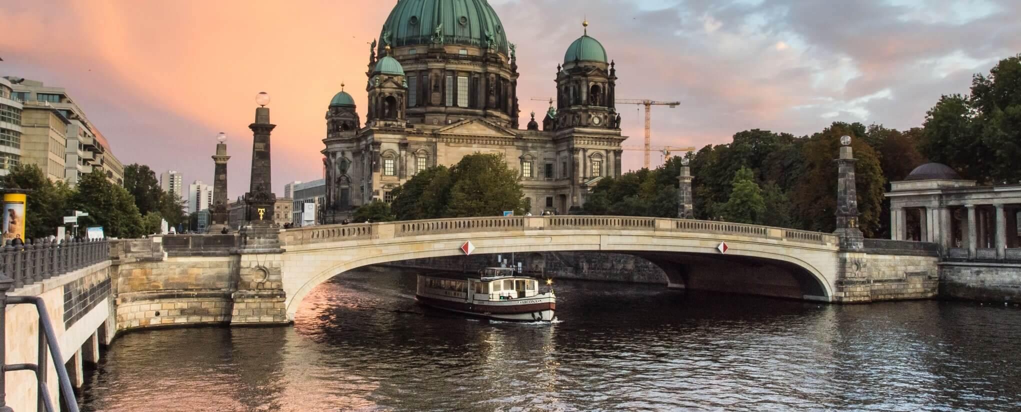 Gemutlich Kaffee Trinken In Berlin : Spreerundfahrt Berlin  Die Highlights in nur 1 Stunde