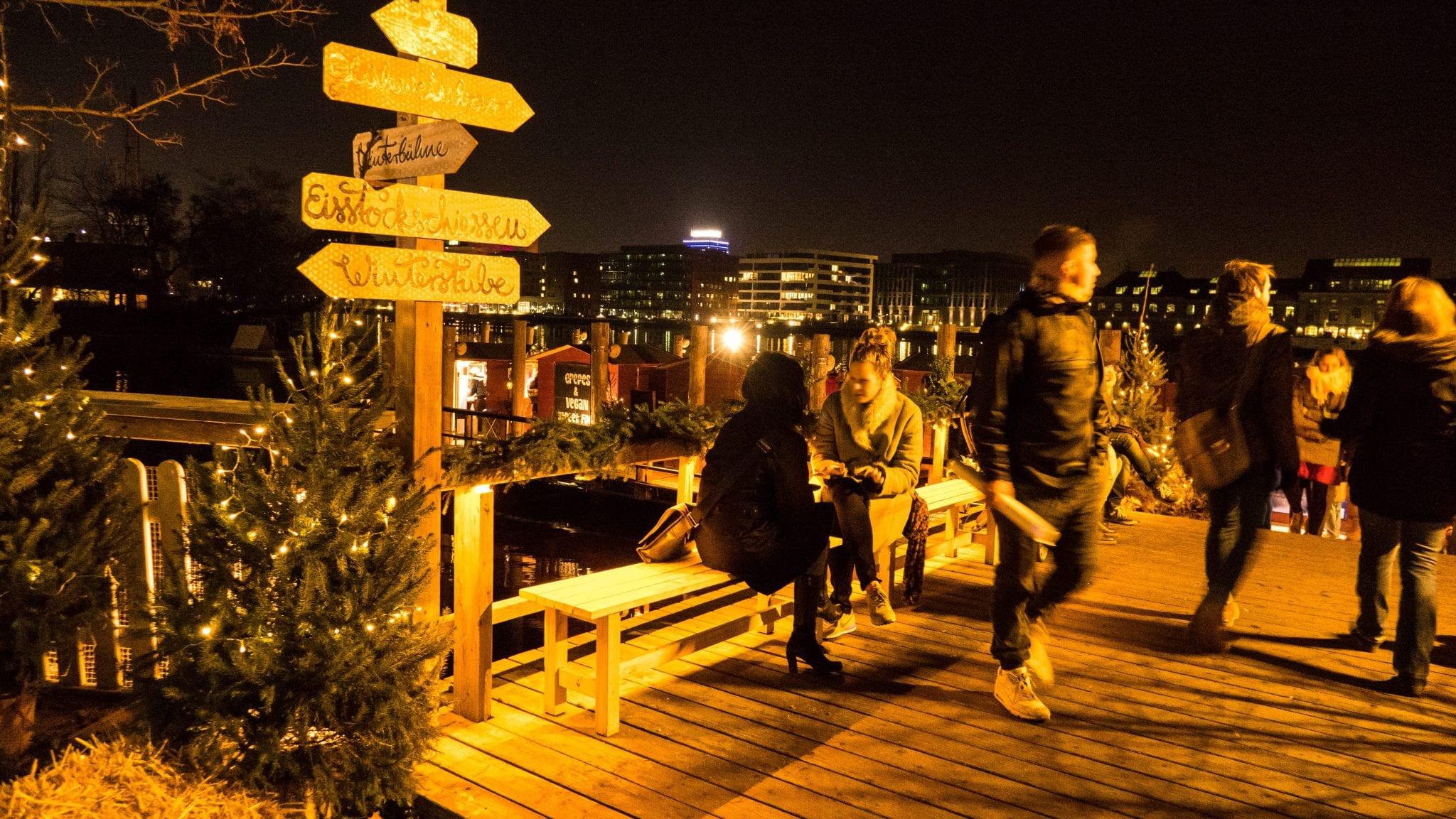 Schönster Weihnachtsmarkt Berlin - Blick Richtung Spree 2