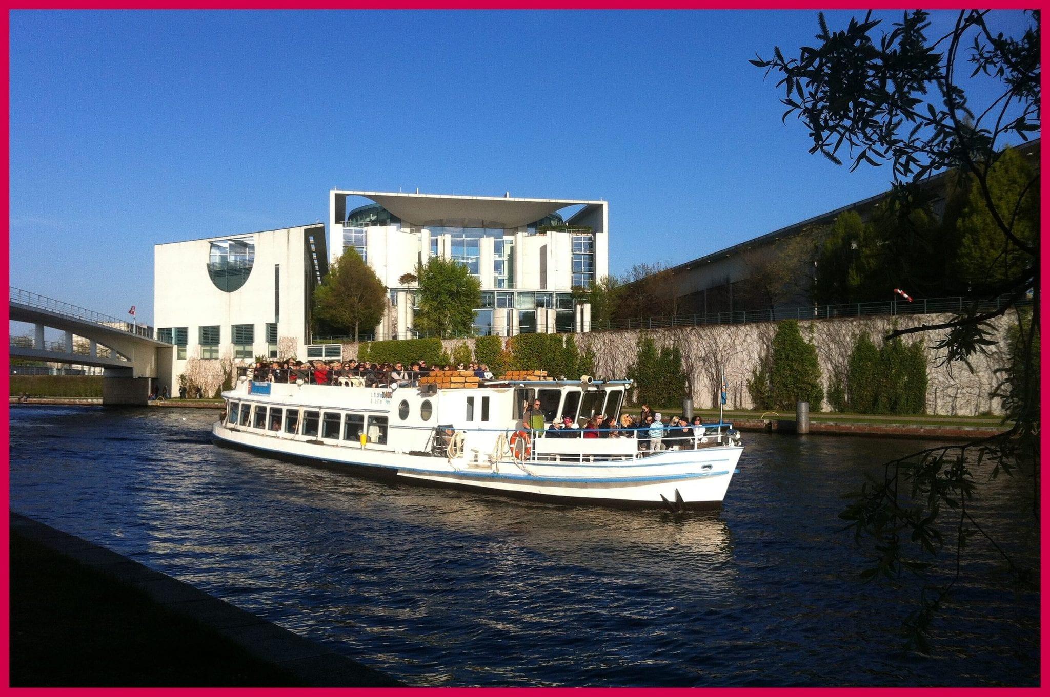 kleine Brückenfahrt Berlin mit Bundeskanzleramt