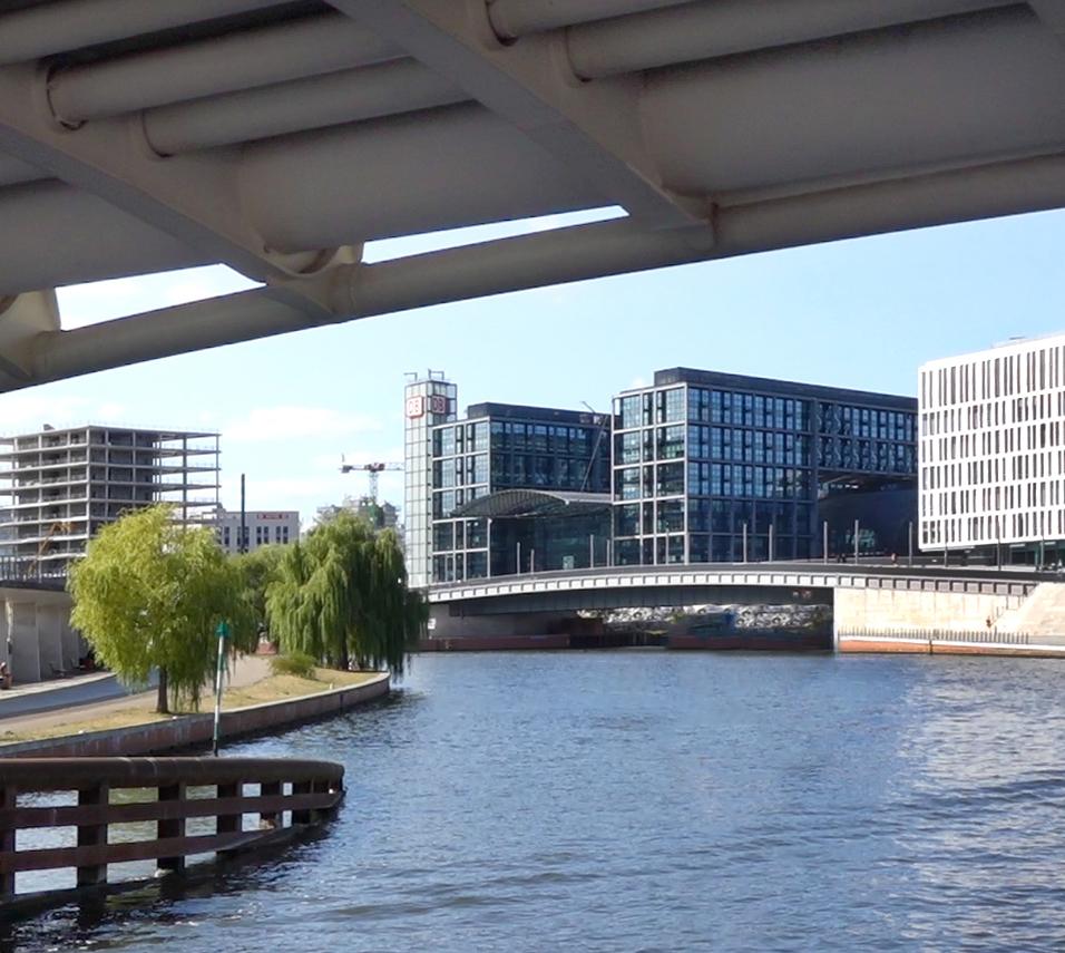 Spreefahrten Berlin Friedrichstraße - Berliner Hauptbahnhof