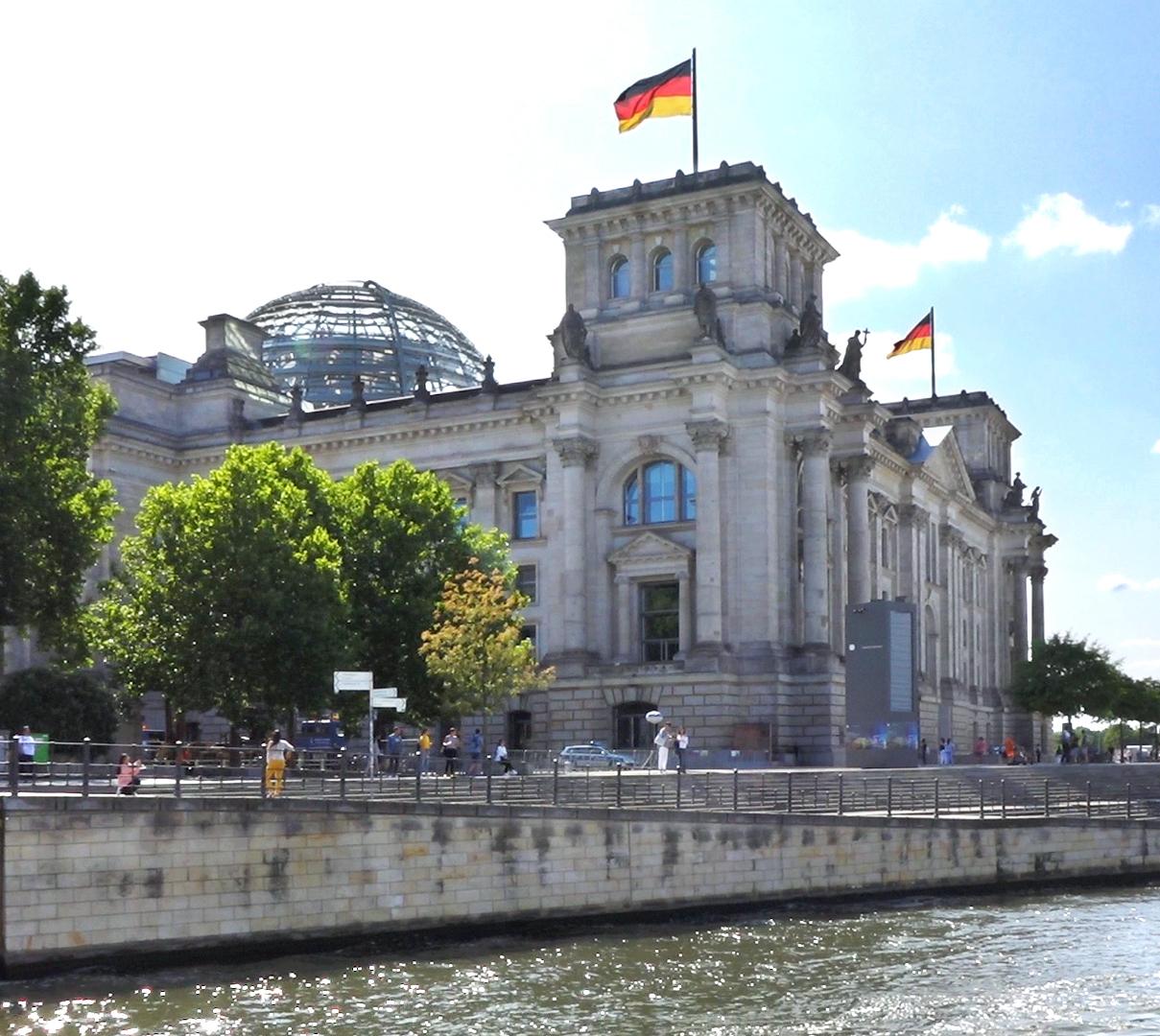 Spreefahrten Berlin Friedrichstraße - Reichstagsgebäude