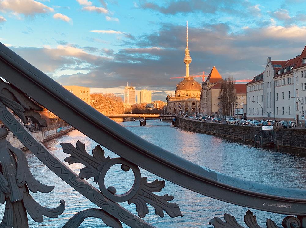 Spreefahrten Berlin Friedrichstraße - Weidendammer Brücke