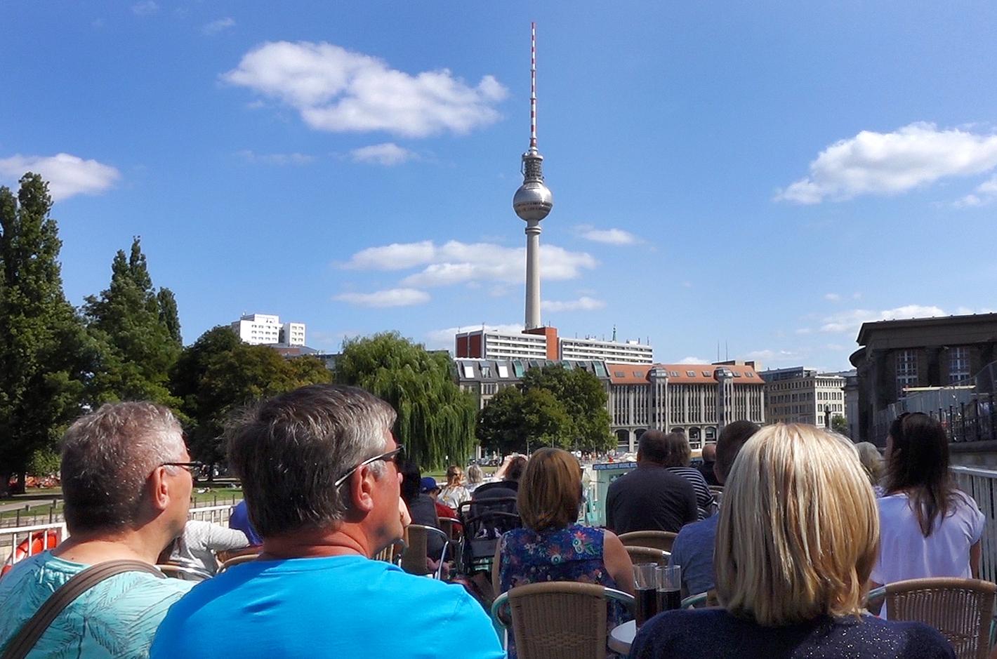 anlegestelle-holsteiner-ufer-berliner-fernsehturm