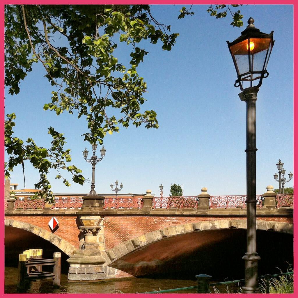 berlin-canal-cruise-berlin-bridge-tour-lessingbruecke