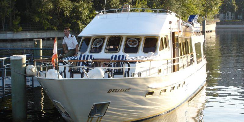 Yacht Charter Berlin Ms Bellevue Frontansicht