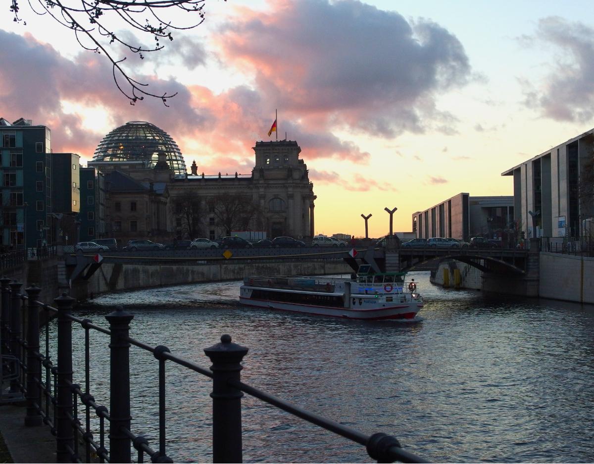 schifffahrt-berlin-winter-spree-reichstag
