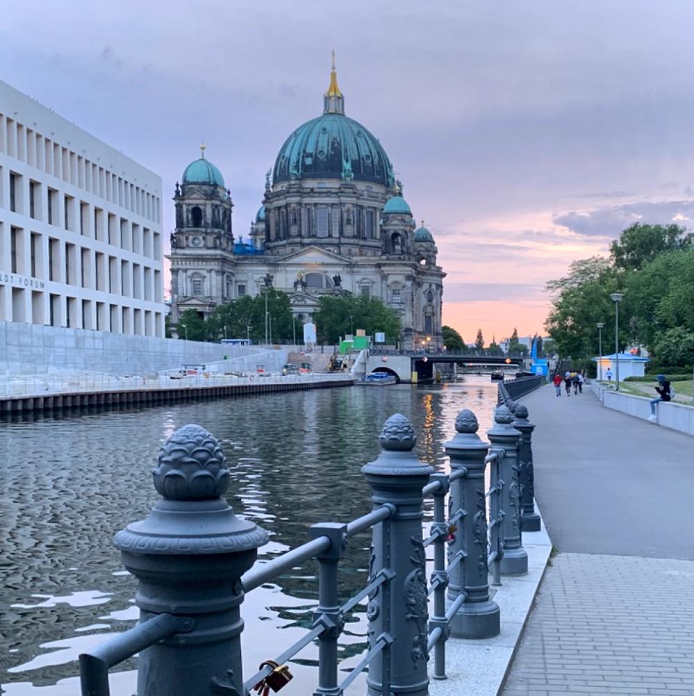 spree-schifffahrt-berlin-anlegestelle-nikolaiviertel