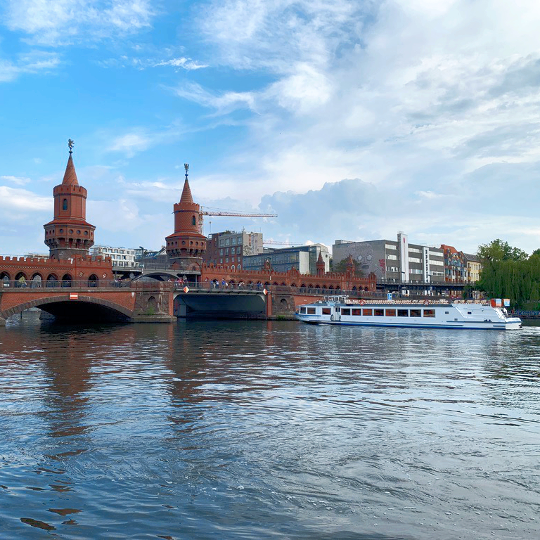 spree-schifffahrt-berlin-brueckenfahrten-oberbaumbruecke