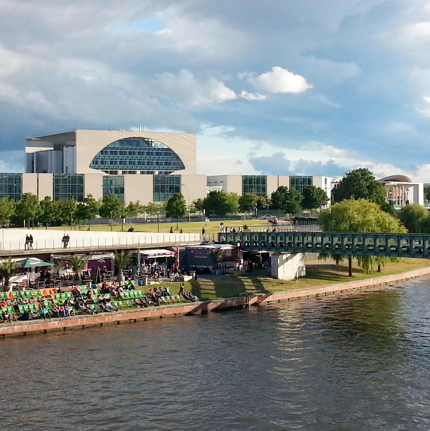 spree-schifffahrt-berlin-bundeskanzleramt