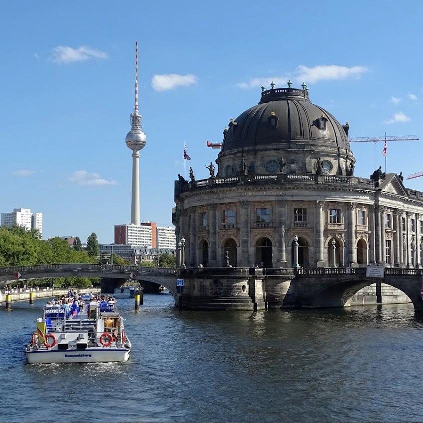 schifffahrt-berlin-bode-museum-fernsehturm