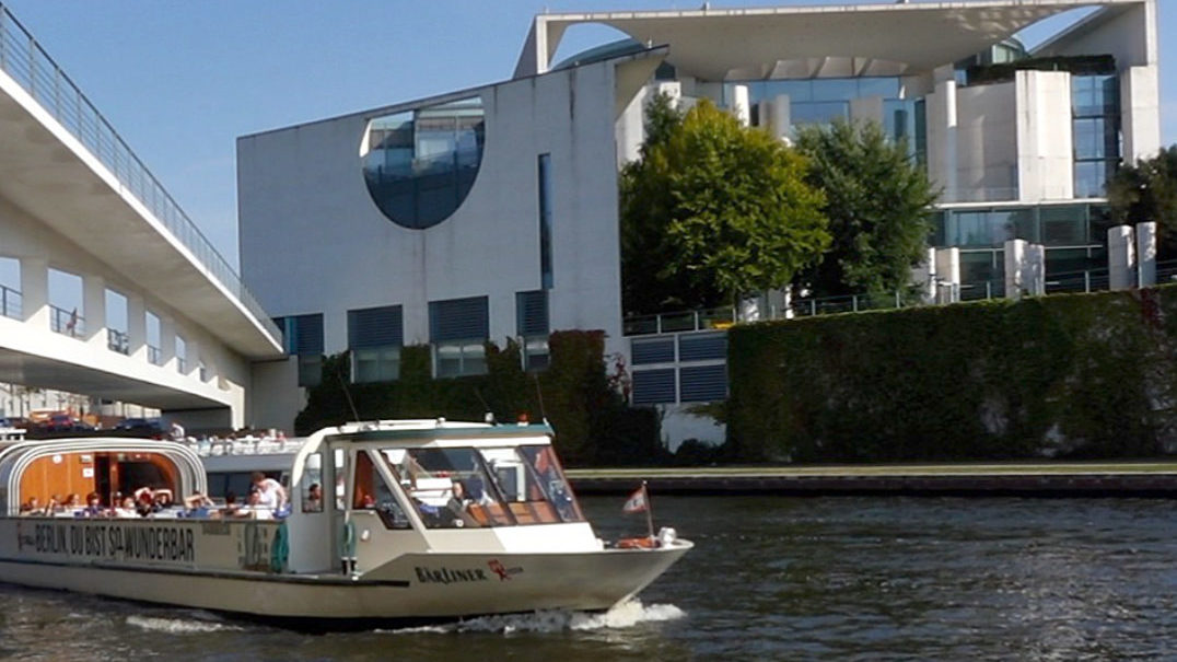 schifffahrt-berlin-bundeskanzleramt