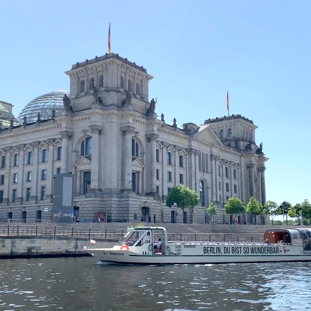 schifffahrt-berlin-reichstagsgebaeude